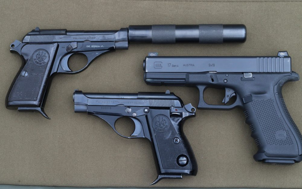 Beretta 71 and Glock 17 size comparison
