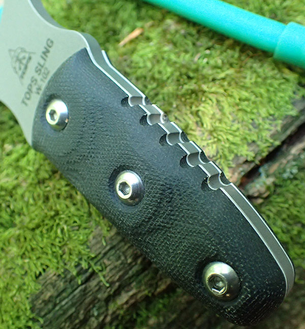 Black canvas micarta scales give a very secure grip. Scales are removable and can be wrapped with paracord.