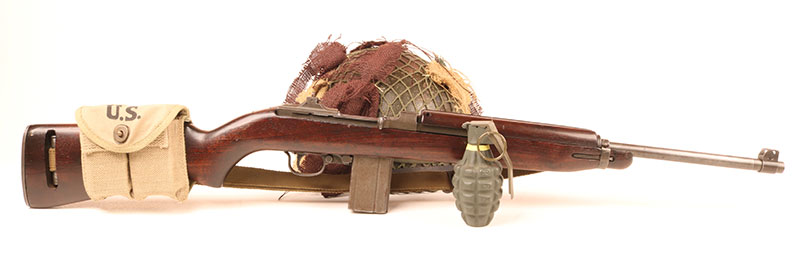 Early M1 Carbine sported simple flip adjustable rear sight and lacked a bayonet lug. Standard magazine pouch packed two 15-round magazines and could be carried either on the belt or the stock.